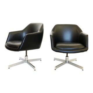 Eero Saarinen Style Mid-Century Modern Black Swivel Chairs With Chrome Base - a Pair For Sale
