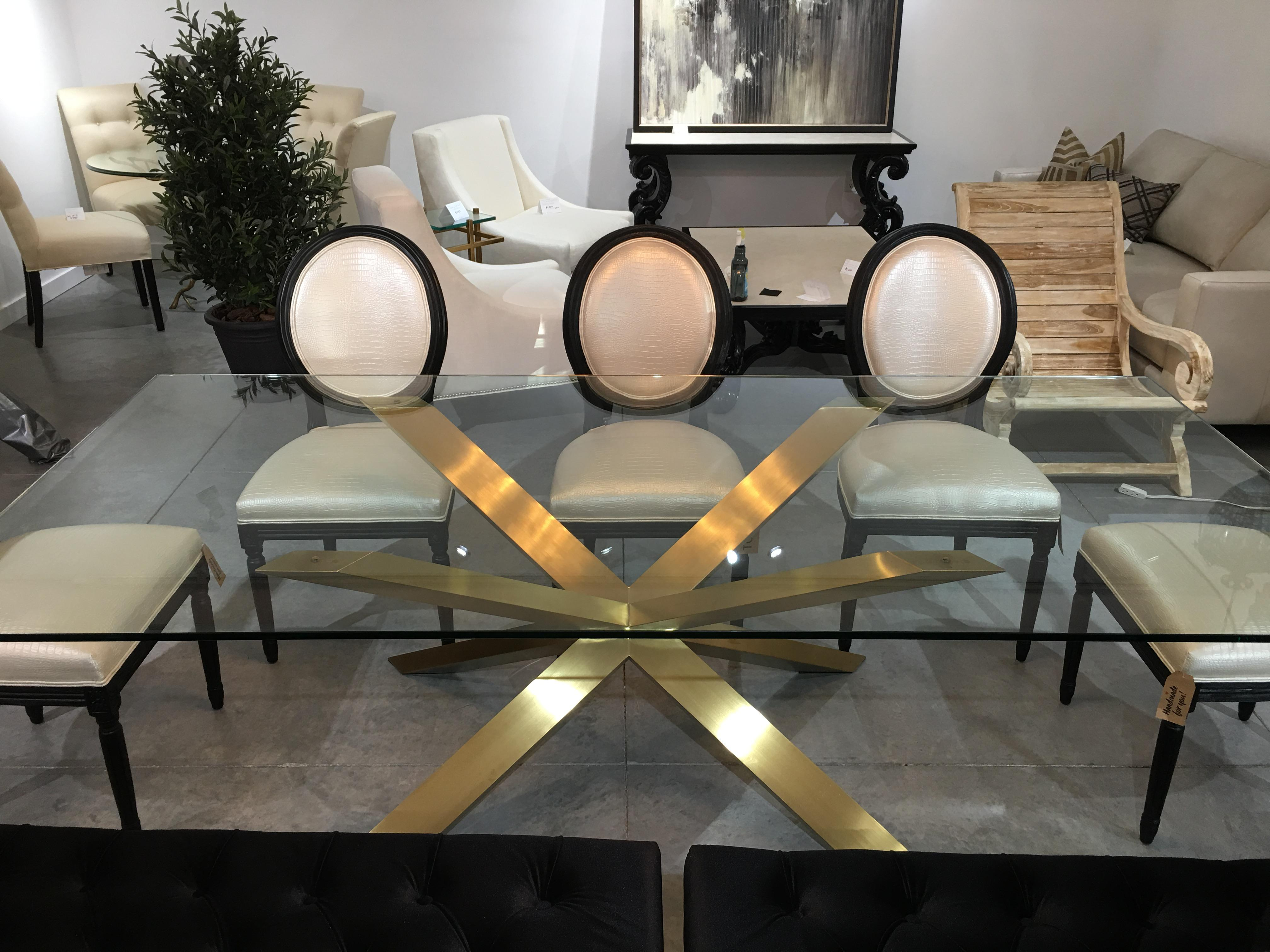 Merveilleux NEST INTERIOR DESIGN SHOWROOM SAMPLE Nuevo Livingu0027s Couture Dining Table Is  An Inspired Example Of Bold