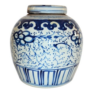 Vintage Chinoiserie Leaf Scroll Blue and White Ginger Jar For Sale