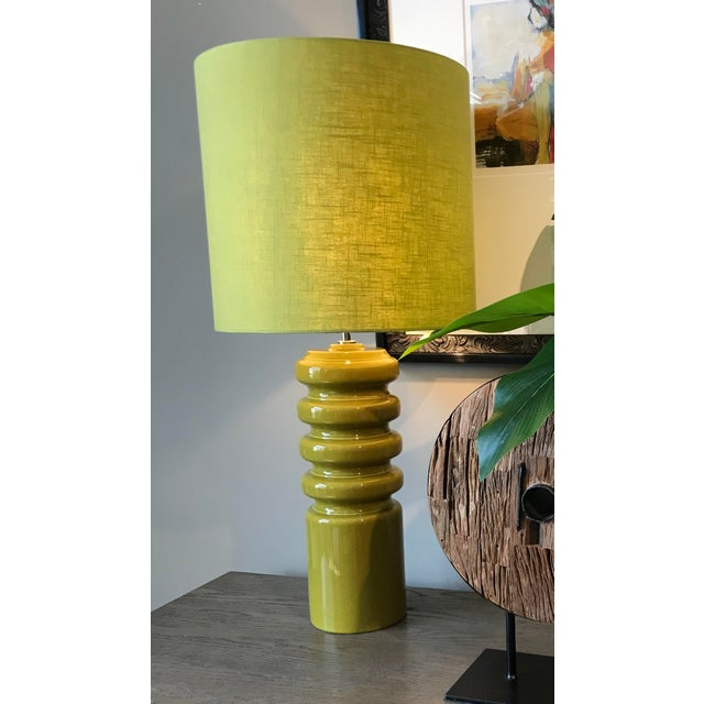Ceramic Mid-Century Modern Contour Lime Table Lamp For Sale - Image 7 of 8