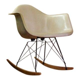 1960s Mid-Century Modern Charles Eames for Herman Miller Beige Fiberglass Rocker Chair For Sale