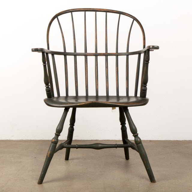 This fine early 19th century extended arm Windsor chair has a fine aged patina and great splay legs. The condition is very...