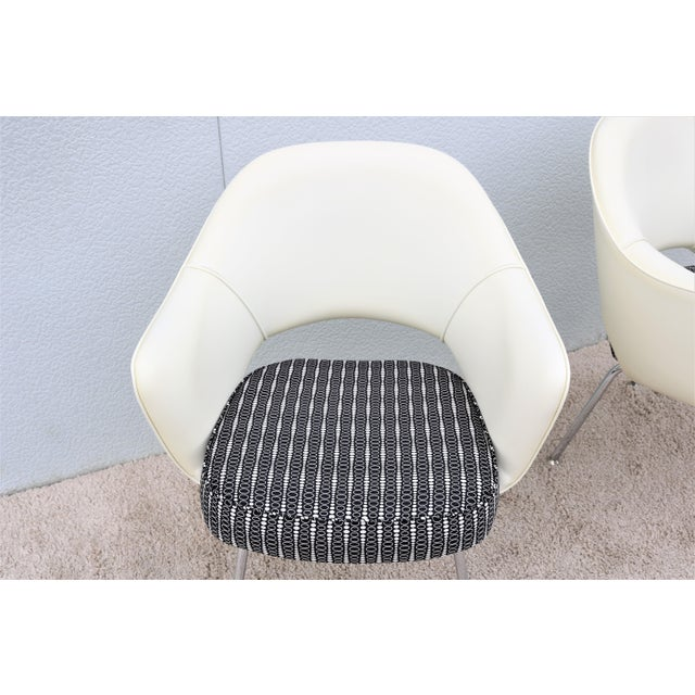 2010s Mid-Century Modern Eero Saarinen for Knoll White Executive Arm Chairs - a Pair For Sale - Image 5 of 13