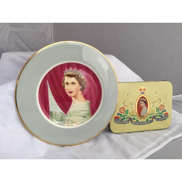 Coronation of Queen Elizabeth II Decorative Objects - a Pair For Sale In Birmingham - Image 6 of 13