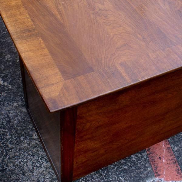 Mid-Century Modern Standard Mid Century Boomerang Desk For Sale - Image 3 of 7