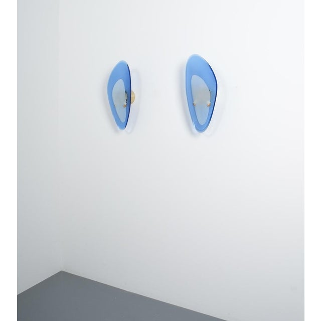 Brass Pair of Max Ingrand Fontana Arte Blue Glass Sconces Wall Lamps, Italy, 1960 For Sale - Image 7 of 13