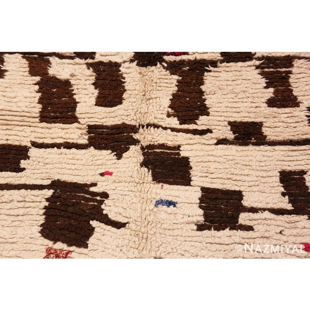 Vintage Mid-Century Modern Moroccan Rug - 4′ × 9′ For Sale In New York - Image 6 of 9