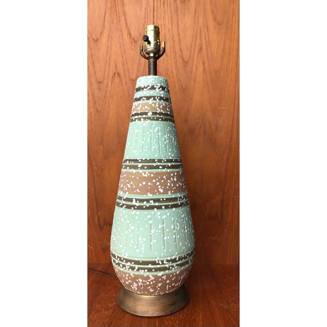 Vintage 1960s Mid Century Modern Ceramic Table Lamp. Beautiful glazed ceramic table lamp featuring stylized a neutral...