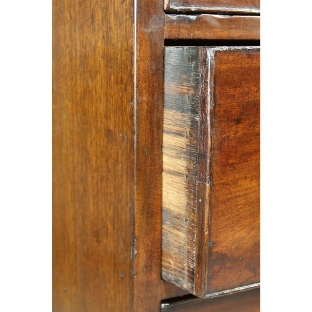 George III Mahogany and Inlaid Bowfront Chest of Drawers For Sale In Boston - Image 6 of 11