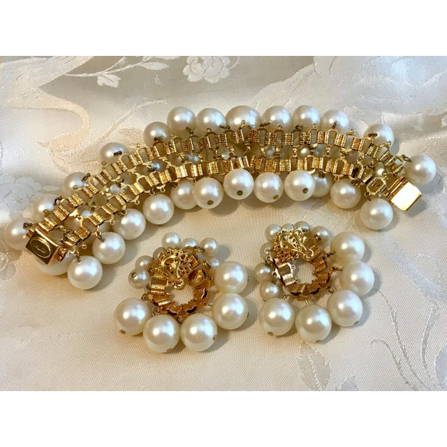 1960s 1960s William deLillo Faux-Pearl Bracelet and Earrings For Sale - Image 5 of 6