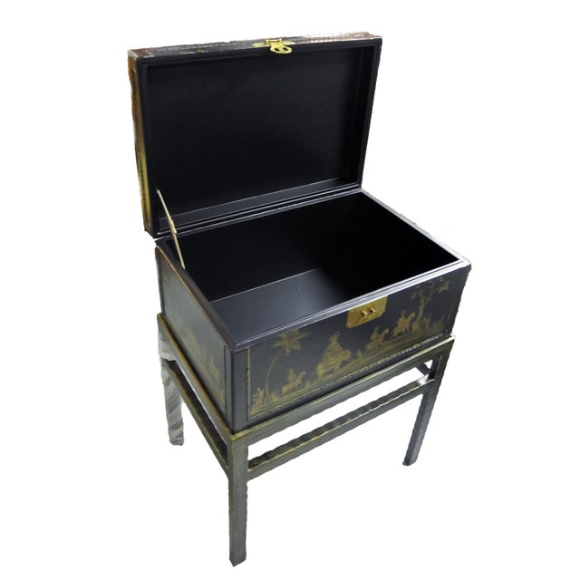 Offered is a Chinoiserie chairside box side table. It's a great table that adds a unique style to a space with its...