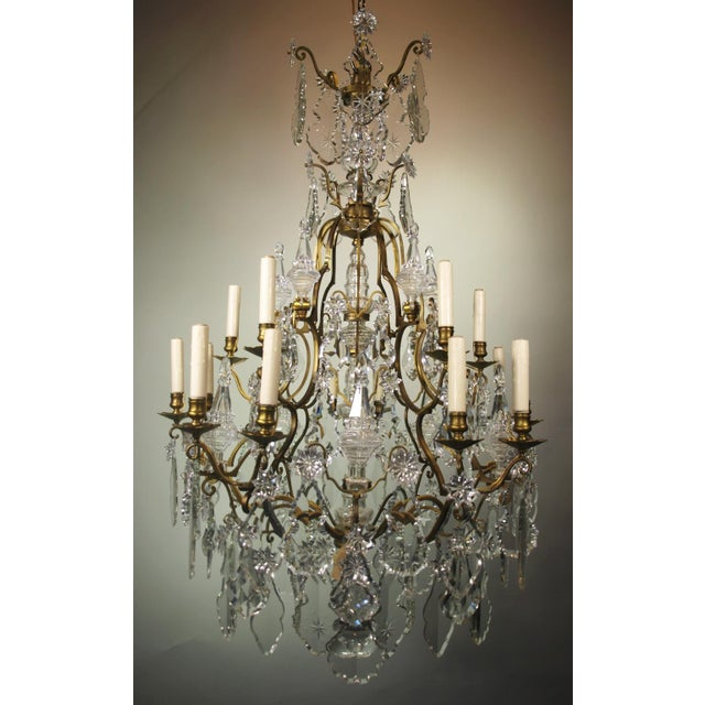 Very fine gilt bronze and crystal cage style Baccarat chandelier having 15  lights. - High-End Antique Chandelier Baccarat DECASO
