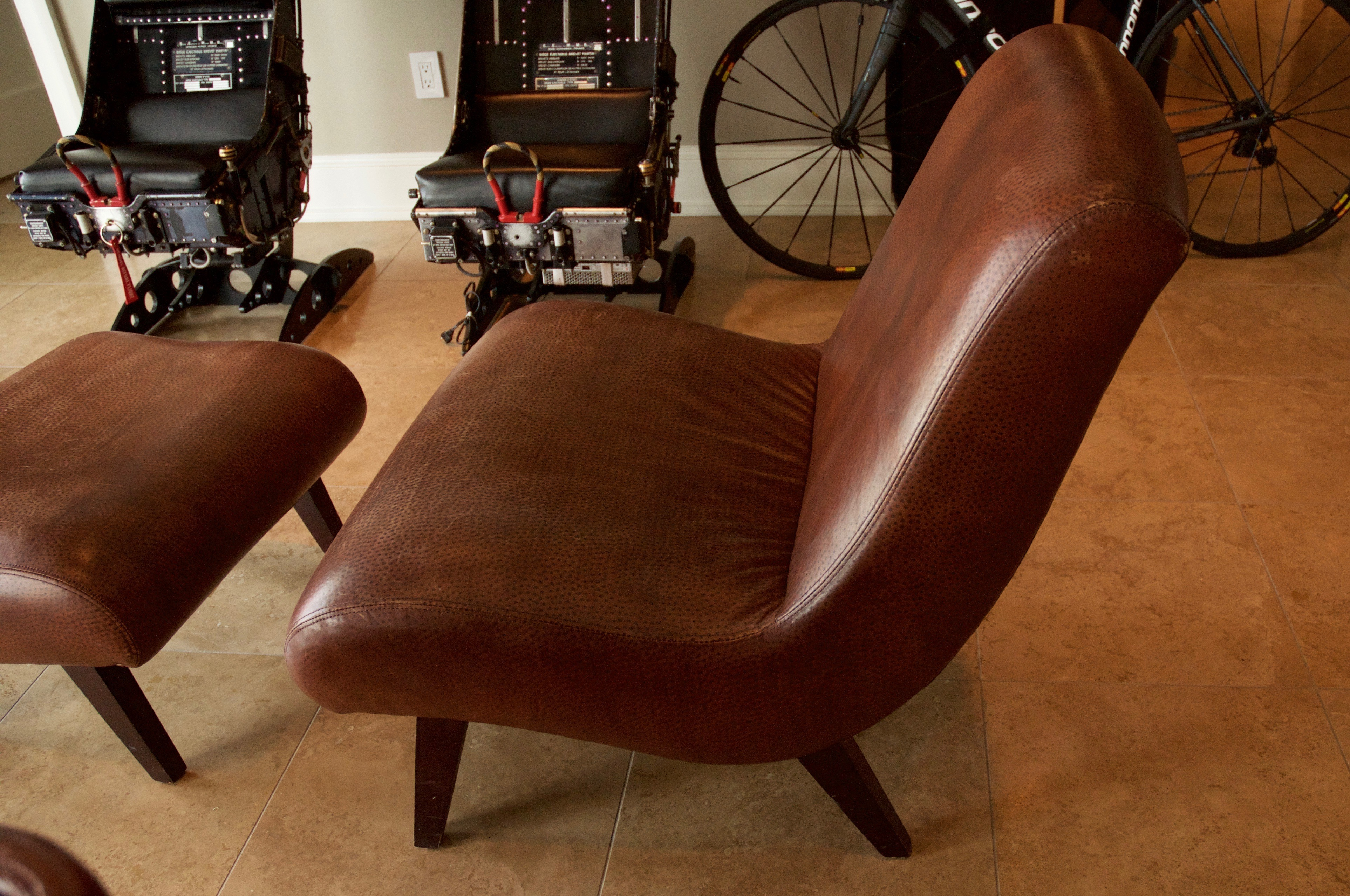 Elegant Lee Industries Leather Chair And Ottoman   Image 5 Of 9