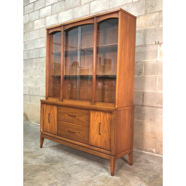 Brown Mid-Century Modern China Cabinet / Display Case / Bookcase For Sale - Image 8 of 9