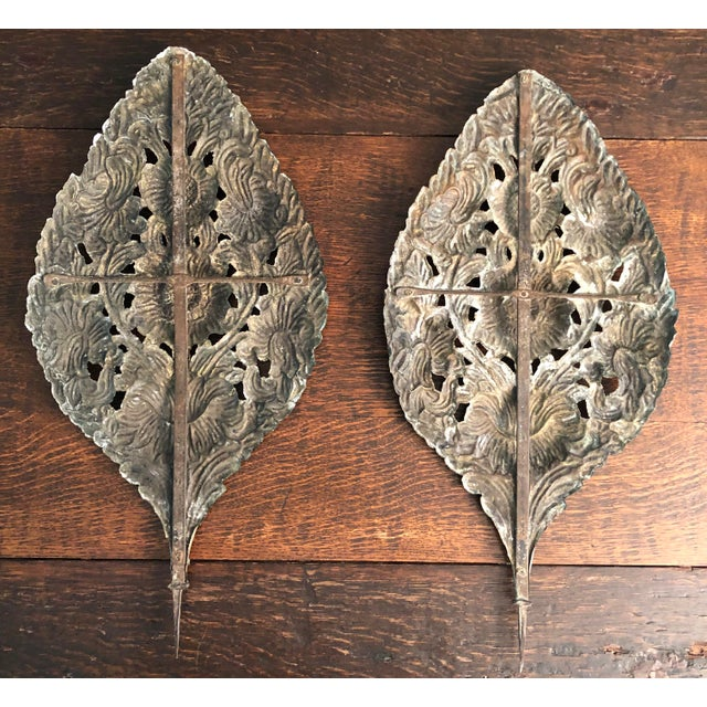 Early 18th Century Baroque Repousse Dutch Brass Sunflower Sconce Backplates - a Pair For Sale - Image 4 of 13