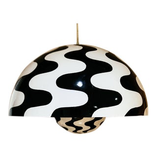 1970 Scandinavian Modern Verner Panton Black and White Flower Pot Pendant Chandelier For Sale