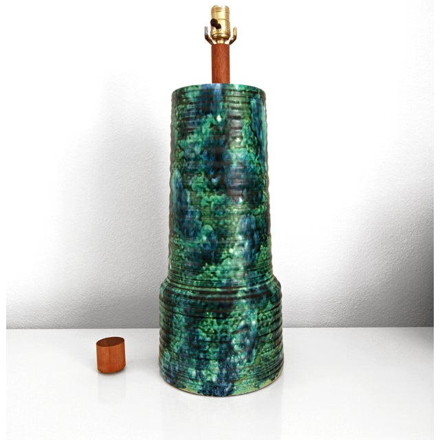 Huge and absolutely stunning ceramic pottery lamp by Gordon Martz for Marshall Studios. Lamp features gorgeous glaze in...