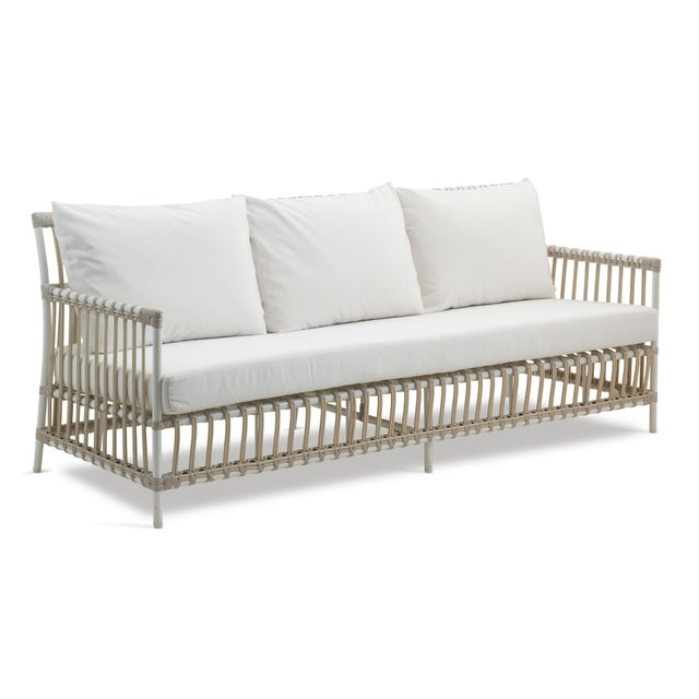 The Exterior collection marries the high-style rattan frame designs of our Originals and Icons collections with our Alu-...