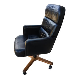 Mid-Century Modern High-Back Leather Executive Chair by Hiebert Inc. For Sale