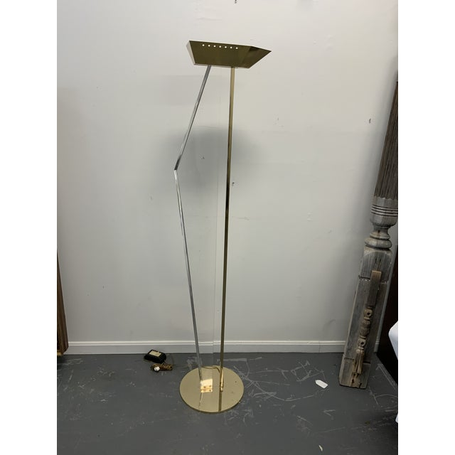 1980s Mid-Century Lucite and Brass Floor Lamp For Sale - Image 5 of 5