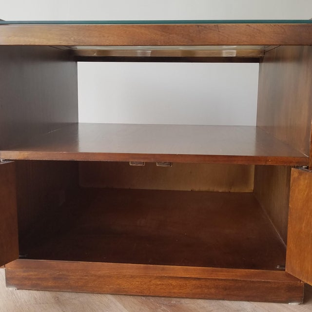 Vintage Mid-Century Modern Walnut Side Tables With Glass Tops - a Pair For Sale - Image 9 of 13