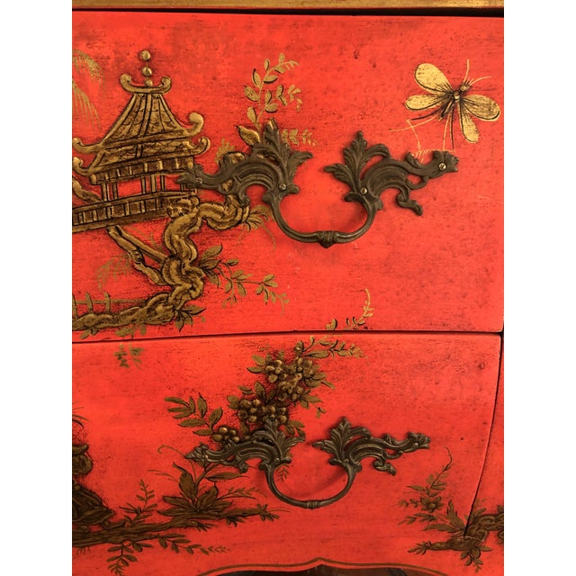 Asian 1940s Coral and Gilt Chinoiserie Bombe Style Chest of Drawers For Sale - Image 3 of 13
