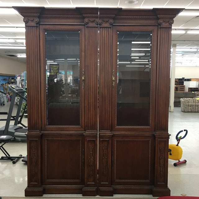 American Classical Grand Custom Book Shelves Curio Display Cabinets - a Pair For Sale - Image 3 of 7