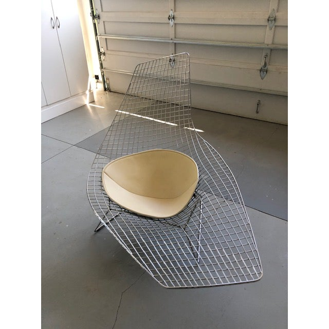 Mid-Century Modern Bertoia for Knoll Asymmetric Chaise For Sale - Image 3 of 8