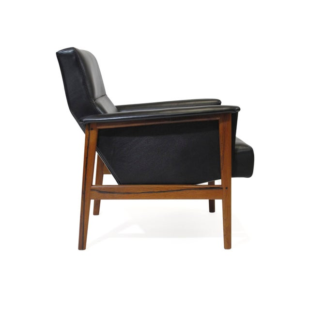 Rosewood and Black Leather Lounge Chair For Sale In San Francisco - Image 6 of 12