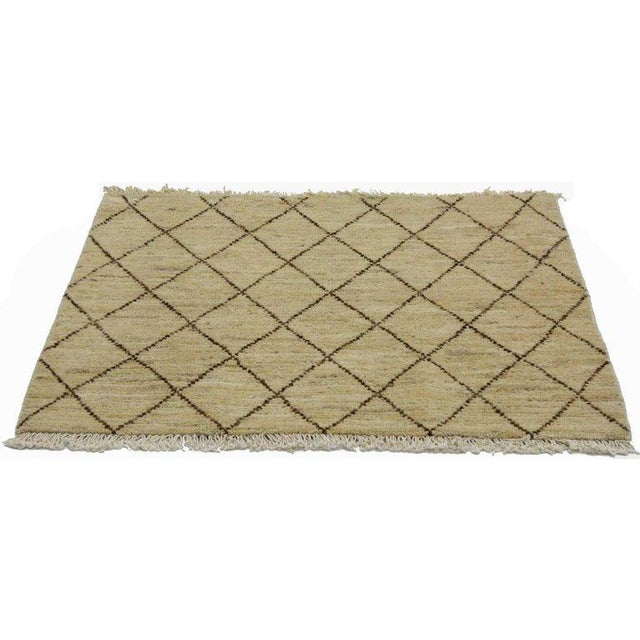 76719, Modern Moroccan style Accent rug in warm colors. This Moroccan style accent rug with modern style features well...