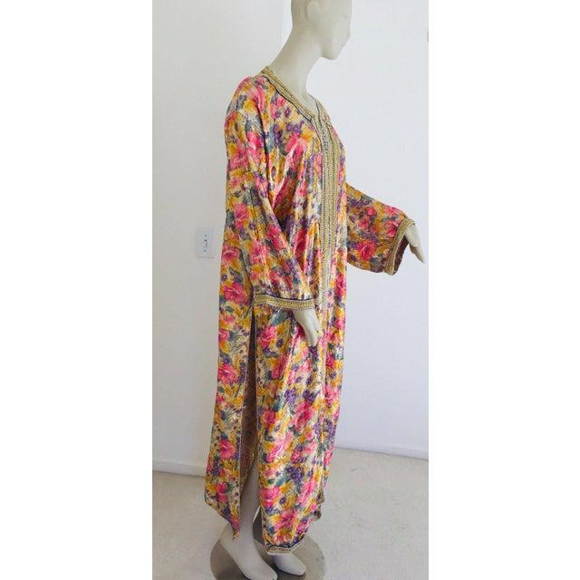 1970s Elegant Moroccan Caftan Metallic Floral Silk Brocade For Sale - Image 5 of 13