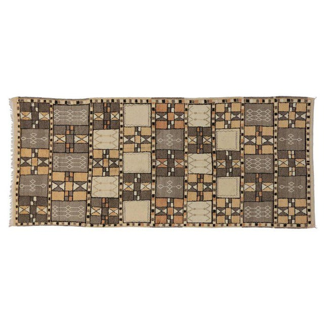 Jebel Siroua Moroccan Rug in Soft Neutral Colors in Mid-Century Modern Style For Sale In Dallas - Image 6 of 7