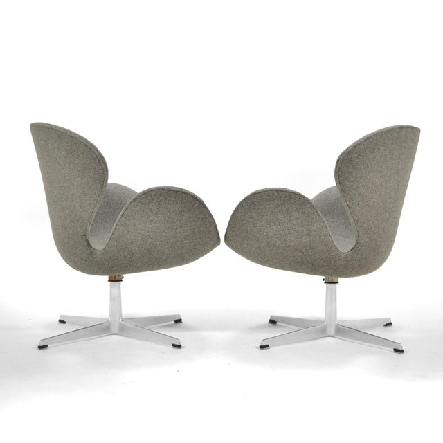 Metal Arne Jacobsen Pair of Swan Chairs by Fritz Hansen For Sale - Image 7 of 11