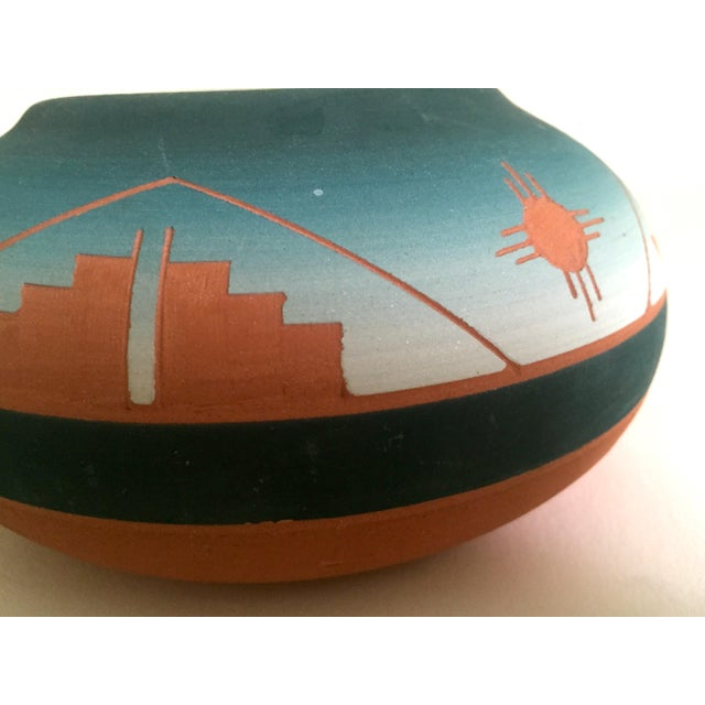 Vintage Signed Native American Sioux Swallow Teal Ombre Terra Cotta Etched Vase - Image 7 of 11