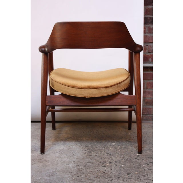 1960s Set of Six W.H. Gunlocke Sculptural Walnut Armchairs For Sale - Image 5 of 10