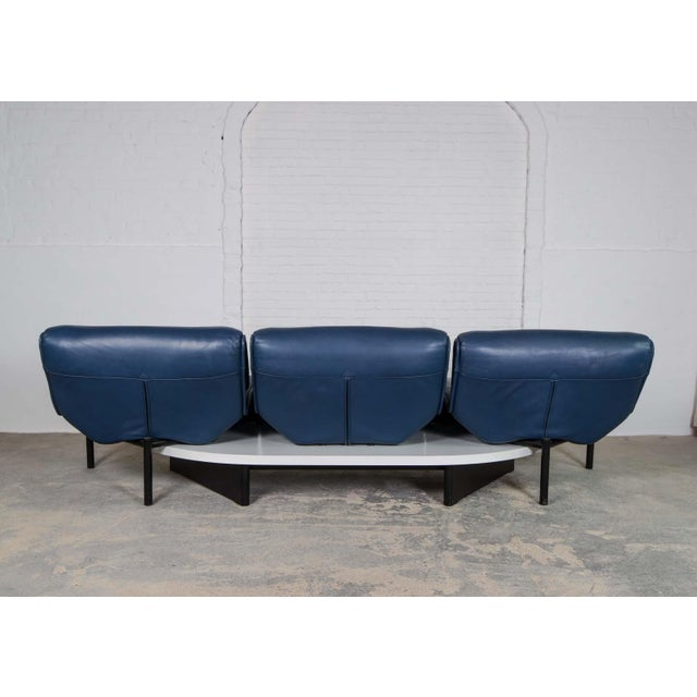 Cassina Mid-Century Modern Design Deep Navy Blue Leather Three-seat 'Veranda' Sofa by Vico Magistretti for Cassina, 1970s For Sale - Image 4 of 13