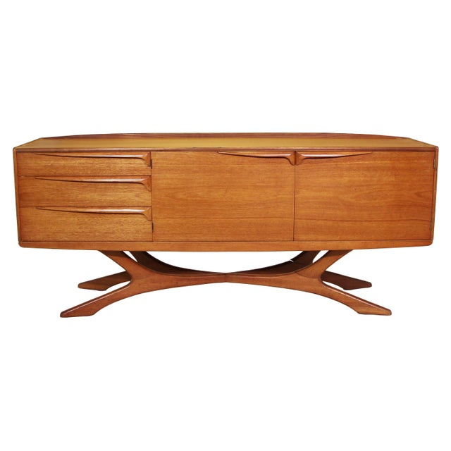 Mid Century Modern Credenza by Beithcraft For Sale - Image 9 of 9