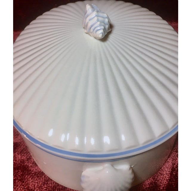Shafford China 1970s Nautical Shell Motif Oven-To-Table 3qt Porcelain Casserole by Shafford Japan For Sale - Image 4 of 10
