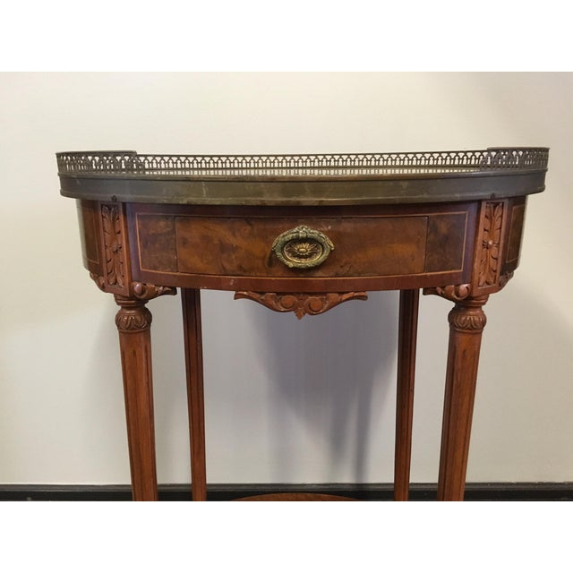 1900 - 1909 1900s French Oval Side Table With Marble Top For Sale - Image 5 of 13