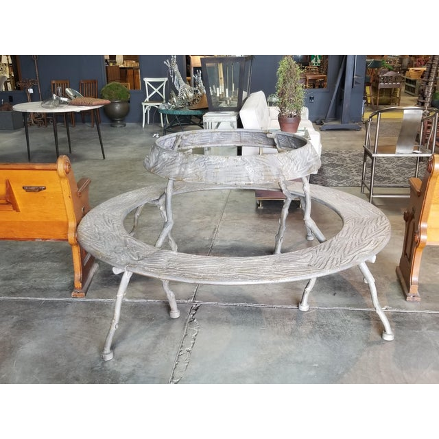 Round metal bench that will surely add an interesting touch to your outdoor space. The original maker of this bench is GJ...