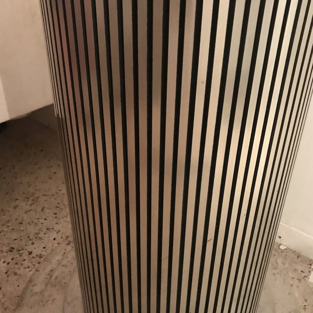1970s Hollywood Regency Lucite and Gold Pedestal or Base For Sale In Miami - Image 6 of 8