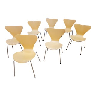Vintage Arne Jacobsen Series 7 Chair for Fritz Hansen - Set of 7 For Sale
