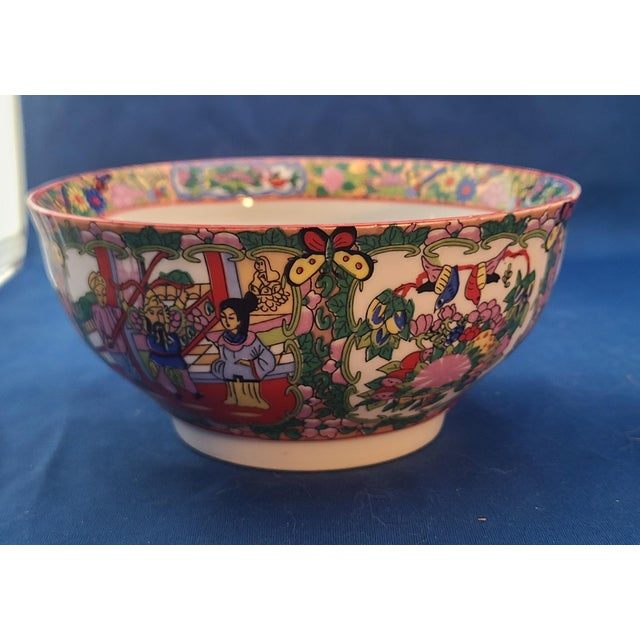 "Pair Chinese Porcelain Hand Decorated Behesti Super 6"" Bowls For Sale In New York - Image 6 of 8"