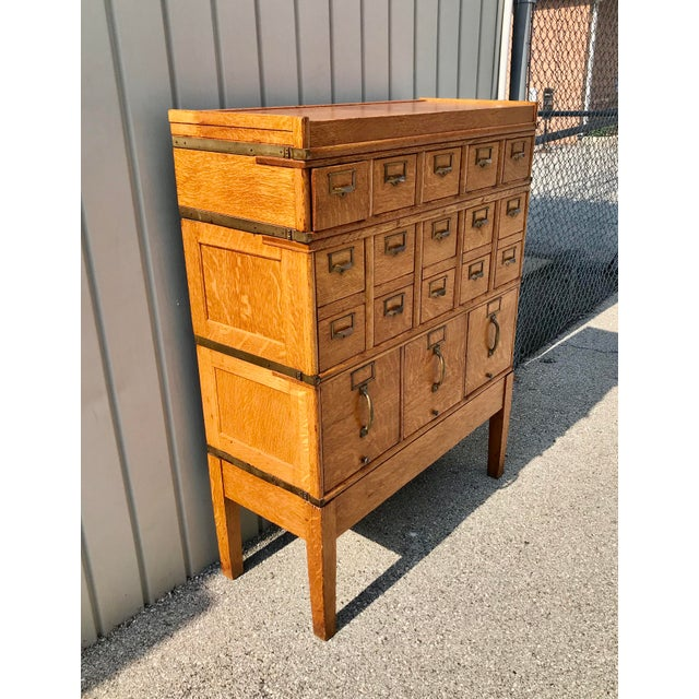 1910s Antique Globe-Wernicke Arts and Crafts Era Tiger Oak Library Card Catalog Filing Cabinet For Sale - Image 5 of 13