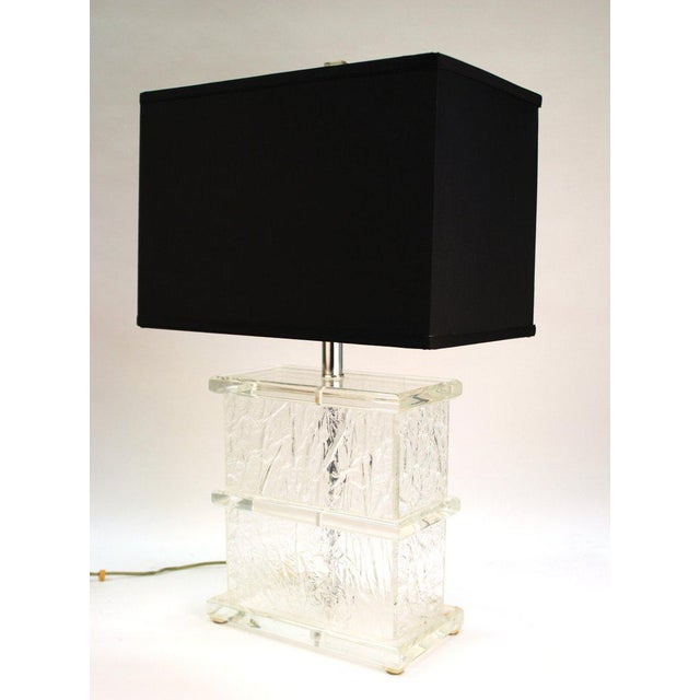 1970s Mid-Century Modern Lucite Crackle Table Lamps With Black Shades - a Pair For Sale - Image 5 of 13