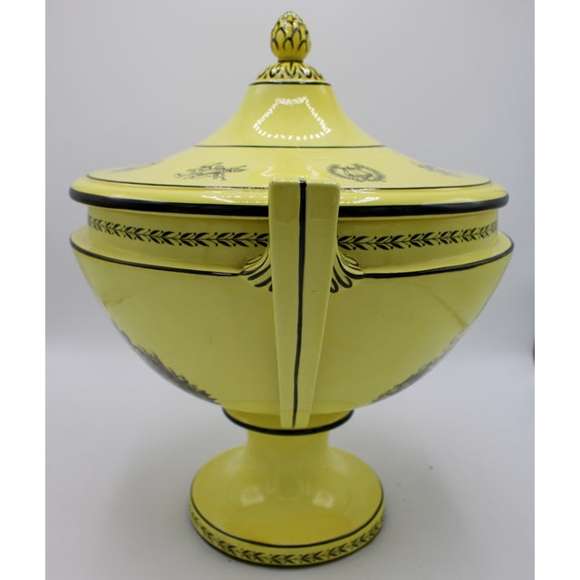 Large Mid 20th Century Italian Mottahedeh Yellow Handled Urn With Artichoke Lid For Sale - Image 10 of 13