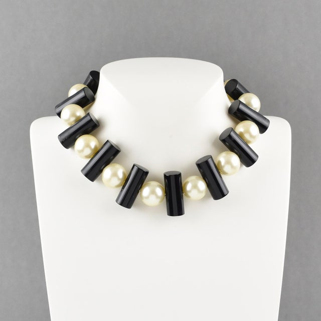 Art Deco Judith Hendler Black and Pearl Acrylic Lucite Dog Collar Necklace For Sale - Image 3 of 7