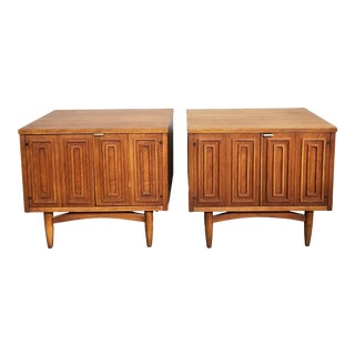 1960s Mid Century Modern Broyhill Sculptra Nightstands Walnut Nightstands - a Pair For Sale