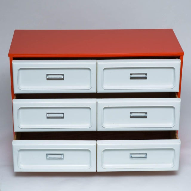 Mid-Century Modern Basset Plastic Front Dresser in The Manner Of Raymond Loewy For Sale - Image 3 of 7