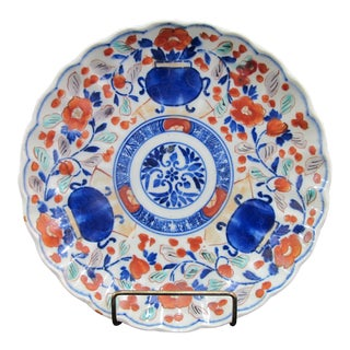 Early 20th Century Japanese Hand Painted Imari Scalloped Plate Shallow Bowl For Sale